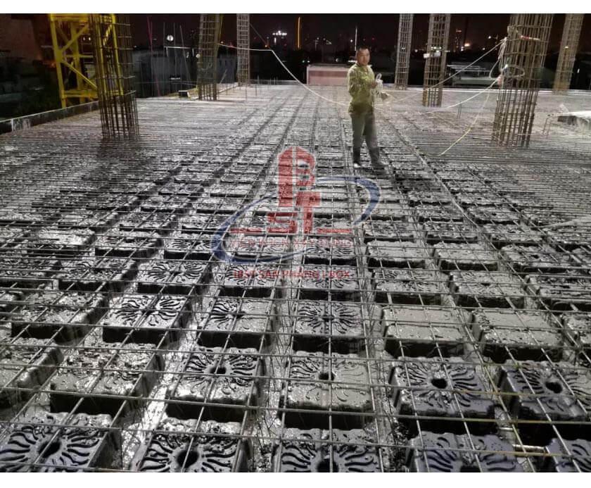 Buoc 5 quy trình đổ bê tông thi công sàn phẳng